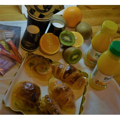 Formule Café + Viennoiserie + Jus Tropicana